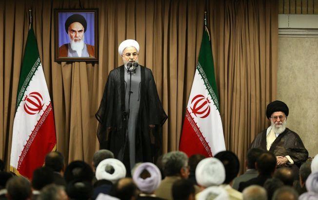 DOBBELT SPILL: Irans øverste leder, Ayatollah Khamenei (til høyre), tordner mot forhandlingene til president Rouhani (til venstre), samtidig som han støtter dem, mener ekspert.