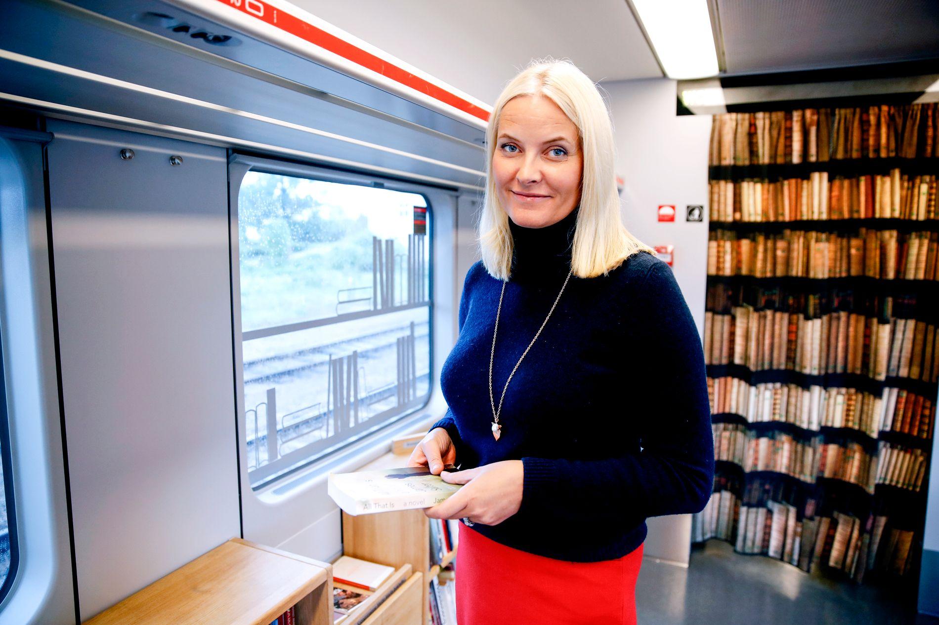 FJERDE LITTERATURTOG: For fjerde året på rad reiser kronprinsesse Mette-Marit med litteraturtoget, og i år går turen fra hjem til hjem, fra Asker til Kristiansand. Det blir også en reise i eget liv, tilbake til barndommen og ungdommen, sier Kronprinsessen.