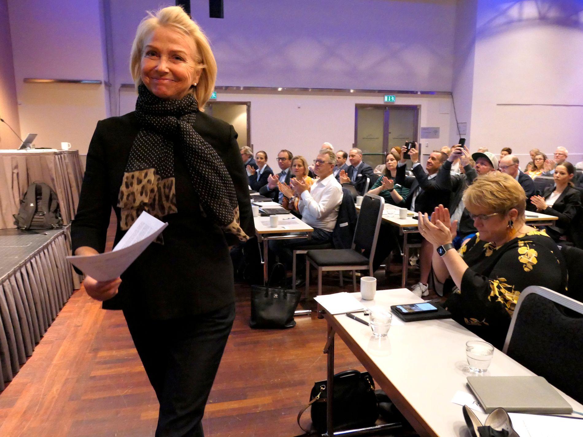 IDRETTSPRESIDENT: Berit Kjøll tok over som ny styreleder i Norges idrettsforbund etter Tom Tvedt tidligere i år. I dag er hun på Arendalsuka. Til høyre statsråd Trine Skei Grande.