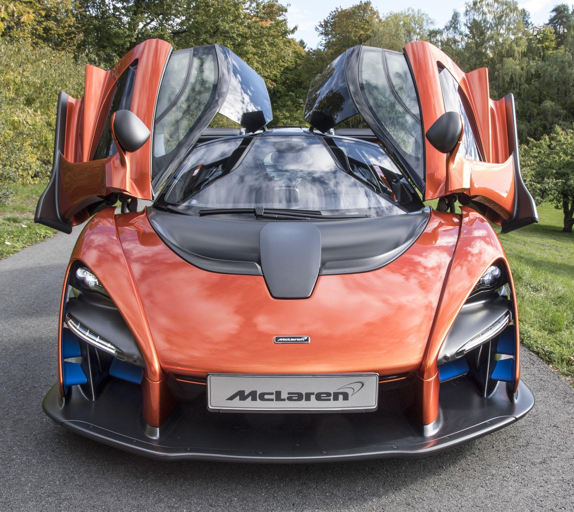 UTEN TAK: Med 6,0 liters V12 og 604 hk er McLaren Senna ingen sinke på veien.