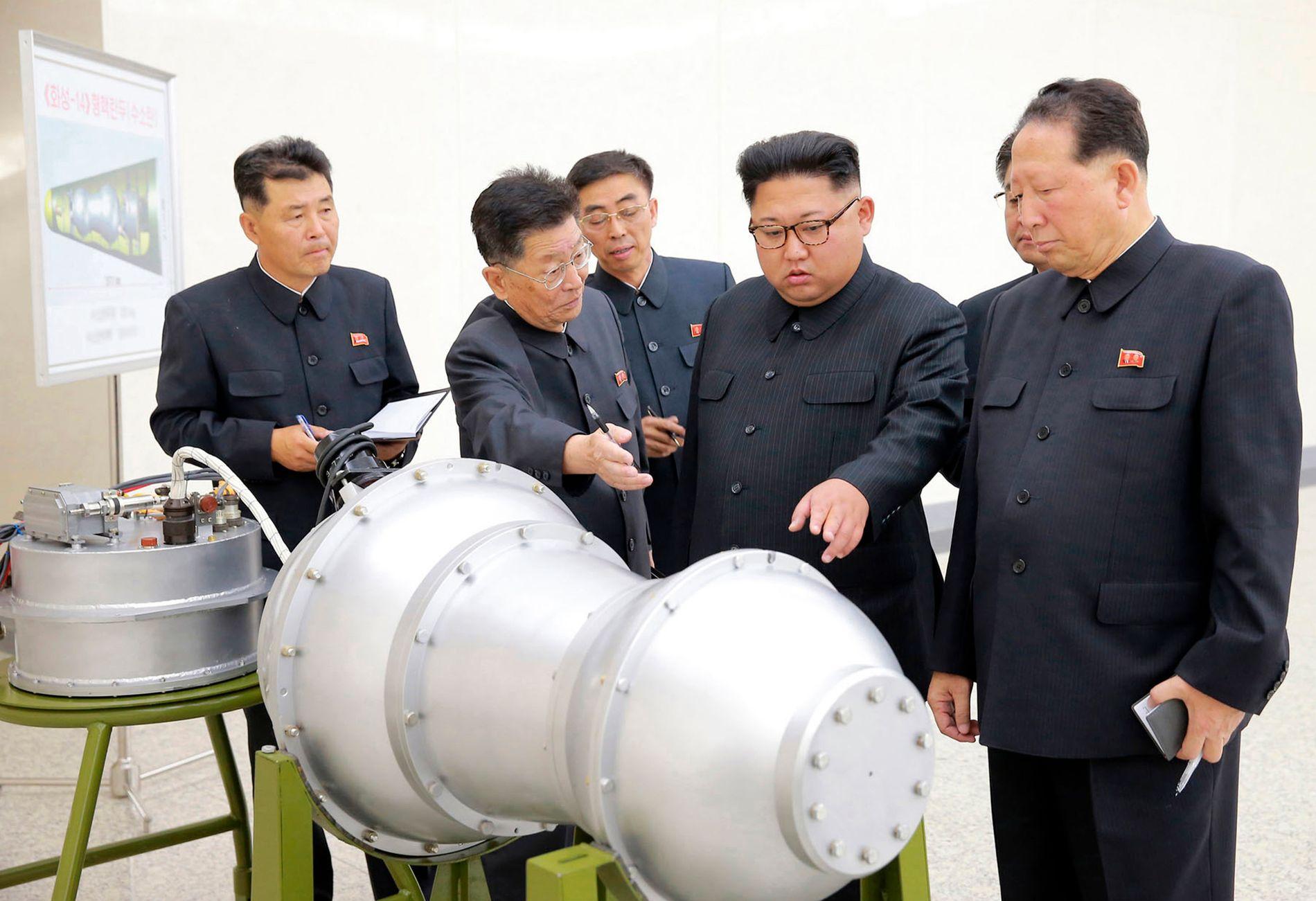 INVITERER PRESSEN: Den nordkoreanske lederen Kim Jong-un skal avholde en seremoni i forbindelse med nedleggingen av atomtestbasen i Punggye-ri. Seremonien vil bli avholdt en gang mellom onsdag og fredag, avhengig av været.