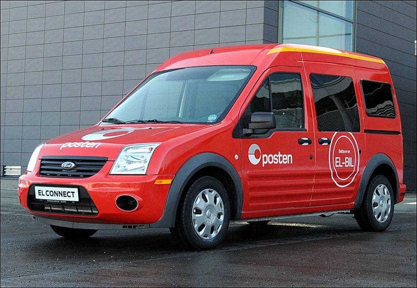 MILJØ-PAT: Posten bytter ut fossilbiler med elbiler. Her er den første av 1300 som skal benyttes til elektrisk postombæring, en Ford Transit Connect. Foto: Posten