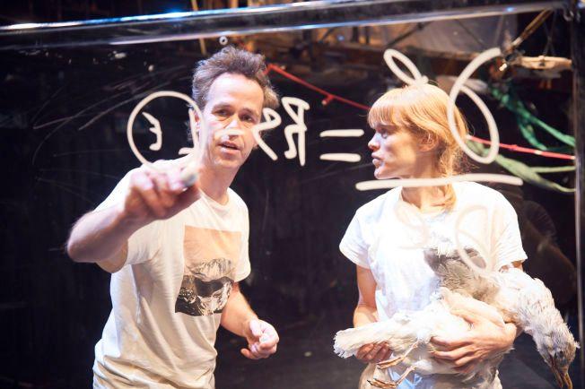 FRISKT: Bernhard Arnø og Kjersti Botn i «Stormen» av Shakespeare. Foto: ØYVIND EIDE