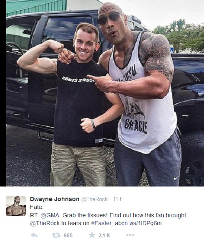 BLE RØRT: Dwayne Johnson, også kalt «The Rock» ble veldig rørt da han møtte kreftsyke Nick Miller på gaten. Han måtte dele historien med sine 9 millioner følgere på Instagram.