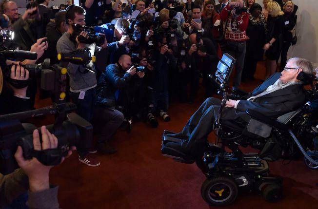 STOR INTERESSE: Stephen Hawking i London 16.desember 2015.