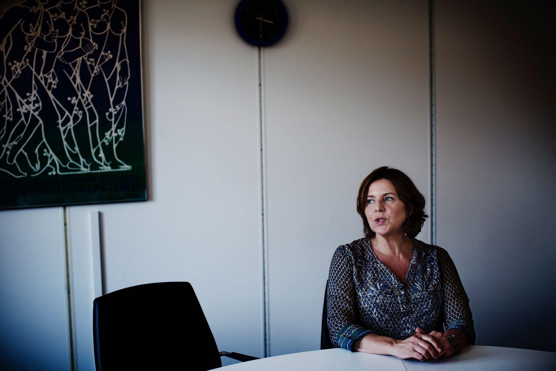 ALVORLIG: Likestillings- og diskrimineringsombud Hanne Bjurstrøm etterlyser flere tiltak for å hjelpe trakasseringsofre.