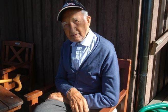 GAMMEL TRAVER: Nils T. Døvre er kanskje 101 år gammel, men fortsatt klar til sinns. Tross mangeårig lokalpolitisk erfaring på ryggen, håper han å slippe å representere KrF i bystyret.