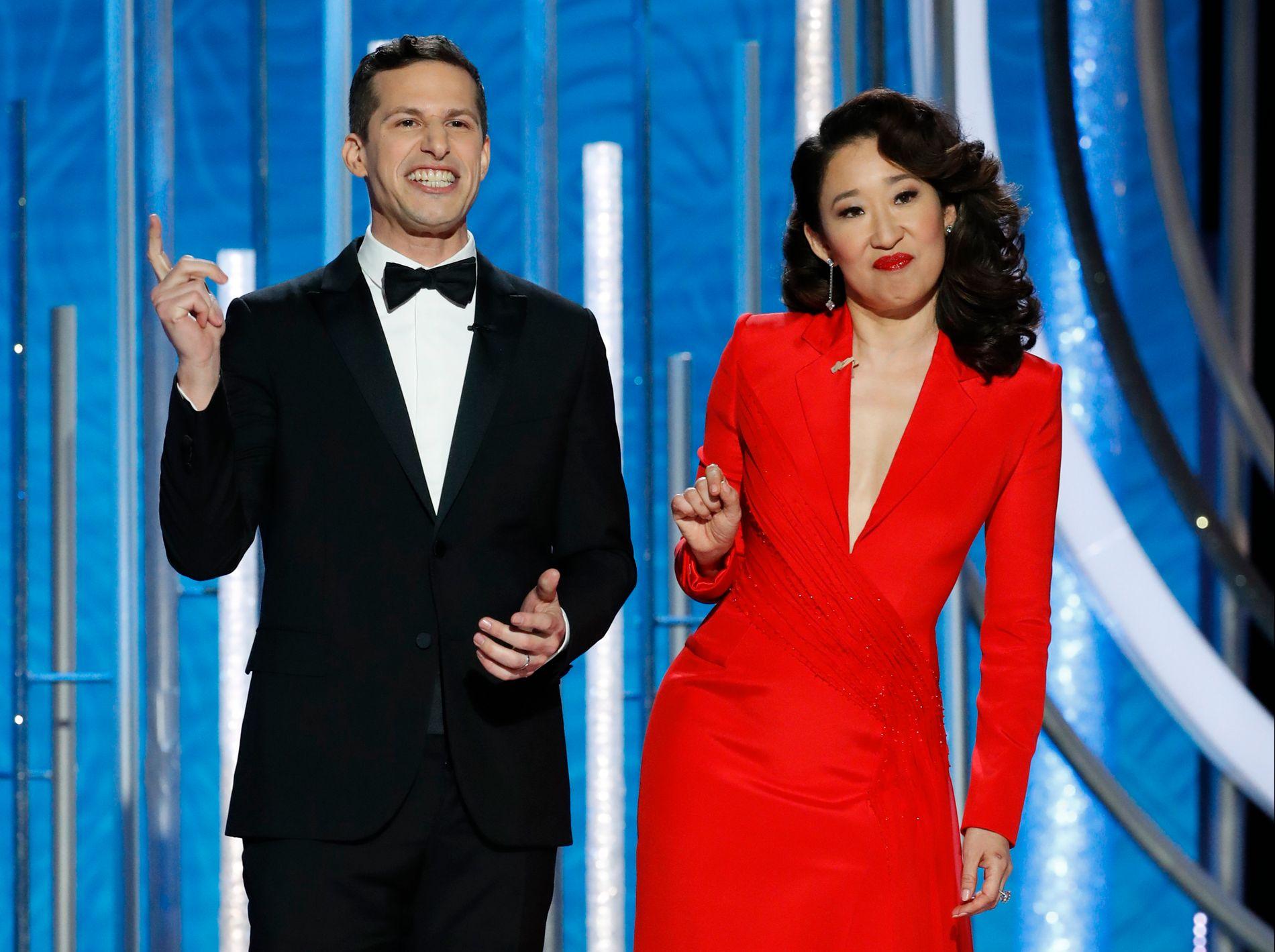 VERTER: Sandra Oh og Andy Samberg på scenen under årets Golden Globes.