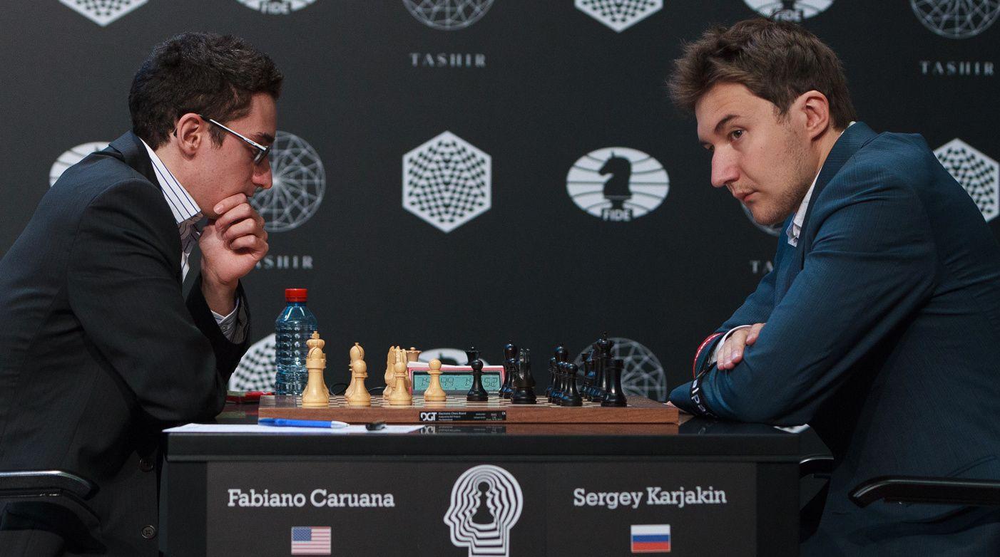 I TETEN: Fabiano Caruana (t.v.) og Sergej Karjakin ligger i teten i kandidatturneringen i Moskva når to runder gjenstår. Vinneren av turneringen møter Magnus Carlsen i VM-matchen i november.