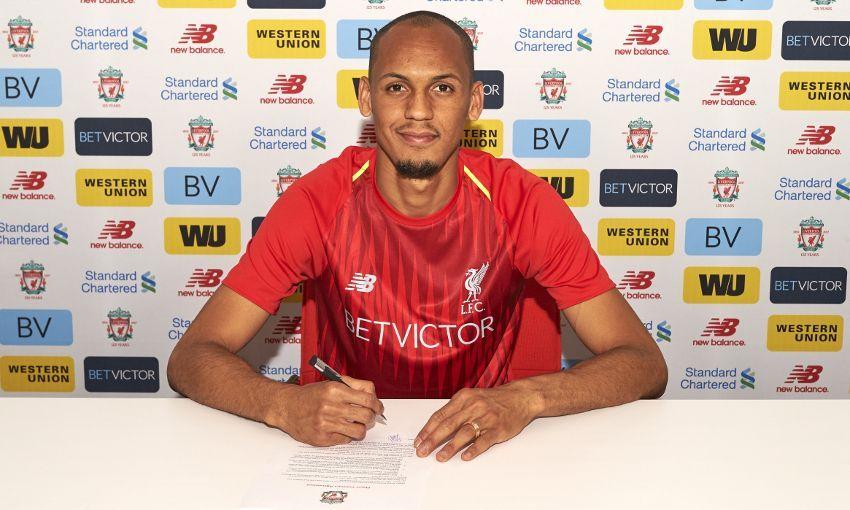 I NY DRAKT: Den defensive midtbanespilleren Fabinho ble mandag kveld bekreftet som ny spiller hos den tapende Champions League-finalisten Liverpool.