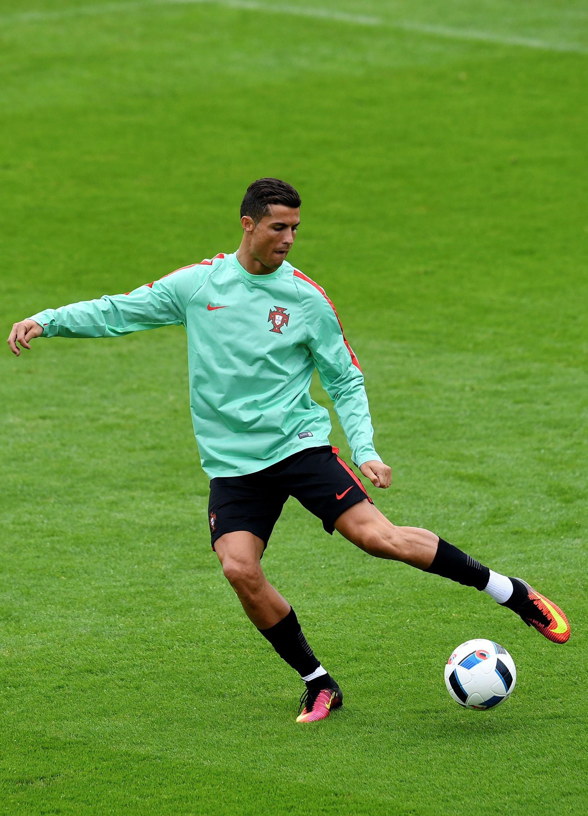 STILLE FØR STORMEN: I kveld klokken 18.00 er Ungarn motstander for Ronaldo og Portugal. Her på gårsdagens trening.