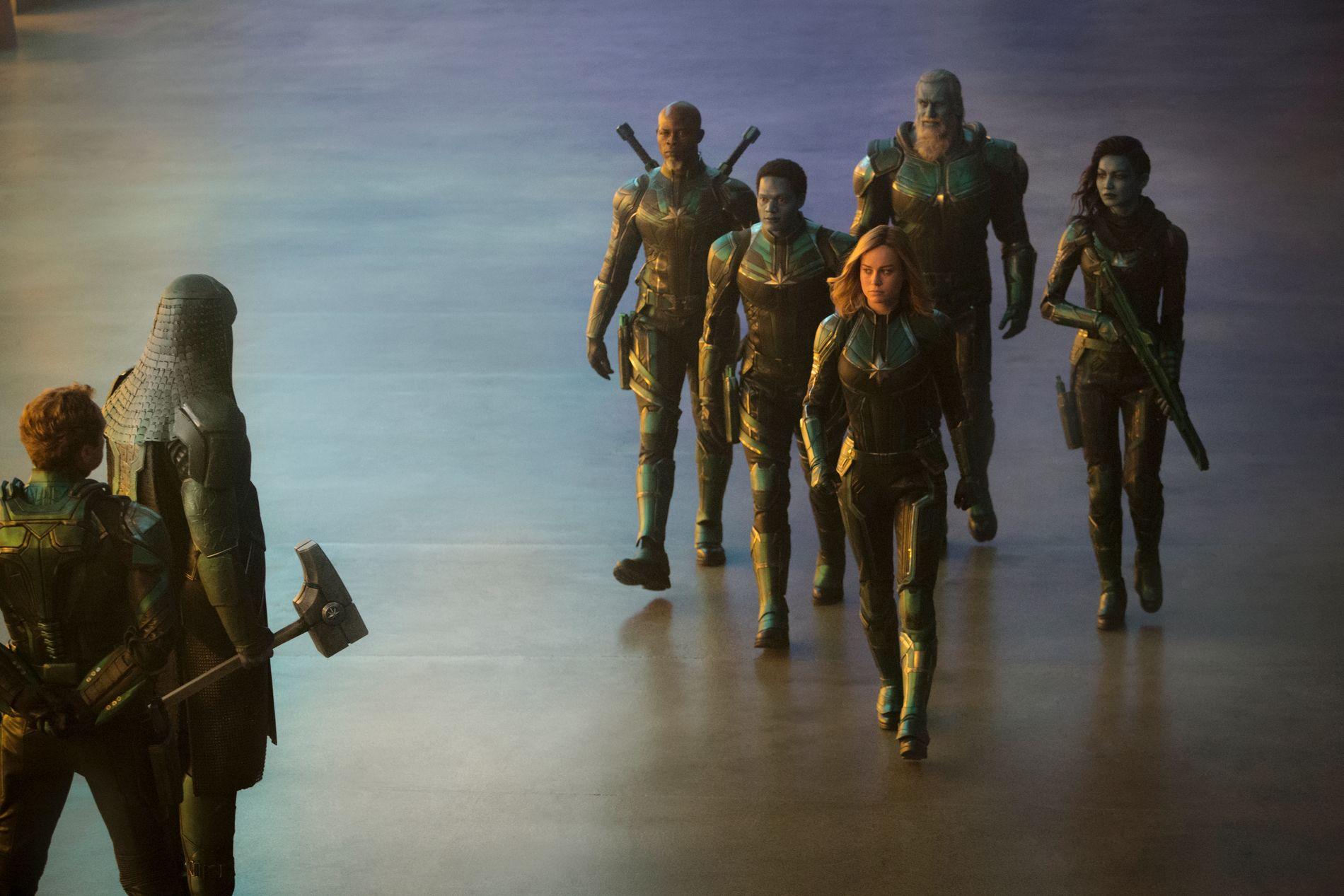 SUPERHELTER: F.v. Leader of Starforce (Jude Law), Ronan (Lee Pace), Korath (Djimon Hounsou), Att-Lass (Algenis Perez Soto), Carol Danvers/Captain Marvel (Brie Larson), Bron-Char (Rune Temte) og Minn-Erva (Gemma Chan) i «Captain Marvel».
