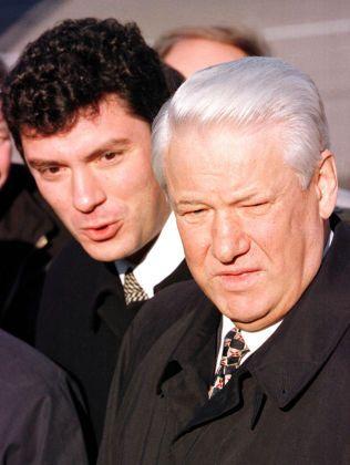 VISESTATSMINISTER: Fra 1997 til 1998 var Boris Nemtsov visestatsminister under president Boris Jeltsin med spesielt ansvar for energireformer. Dette bilde er fra oktober 1997.