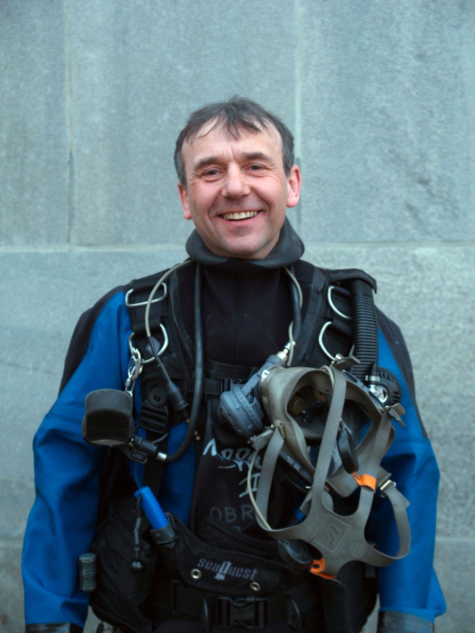 MÅ UNNGÅ PANIKK: Ronny Arnesen er pioneren innen grottedykking i Norge.