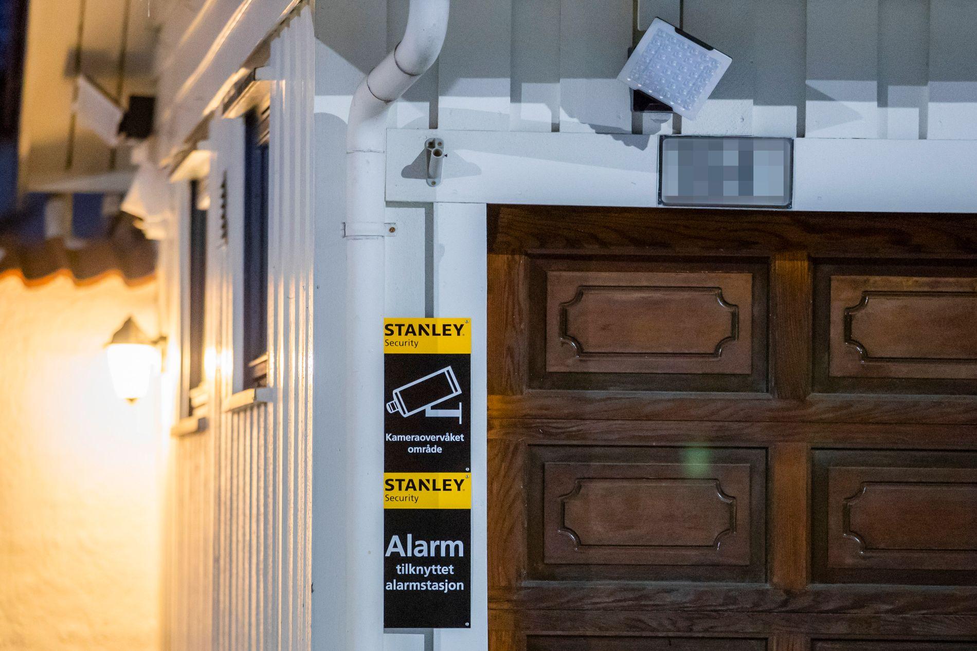 OVERVÅKET: Boligen til justisminister Tor Mikkel Wara er kameraovervåket etter flere truende hendelser. Natt til søndag ble en bil som tilhører familien påtent i oppkjørselen.