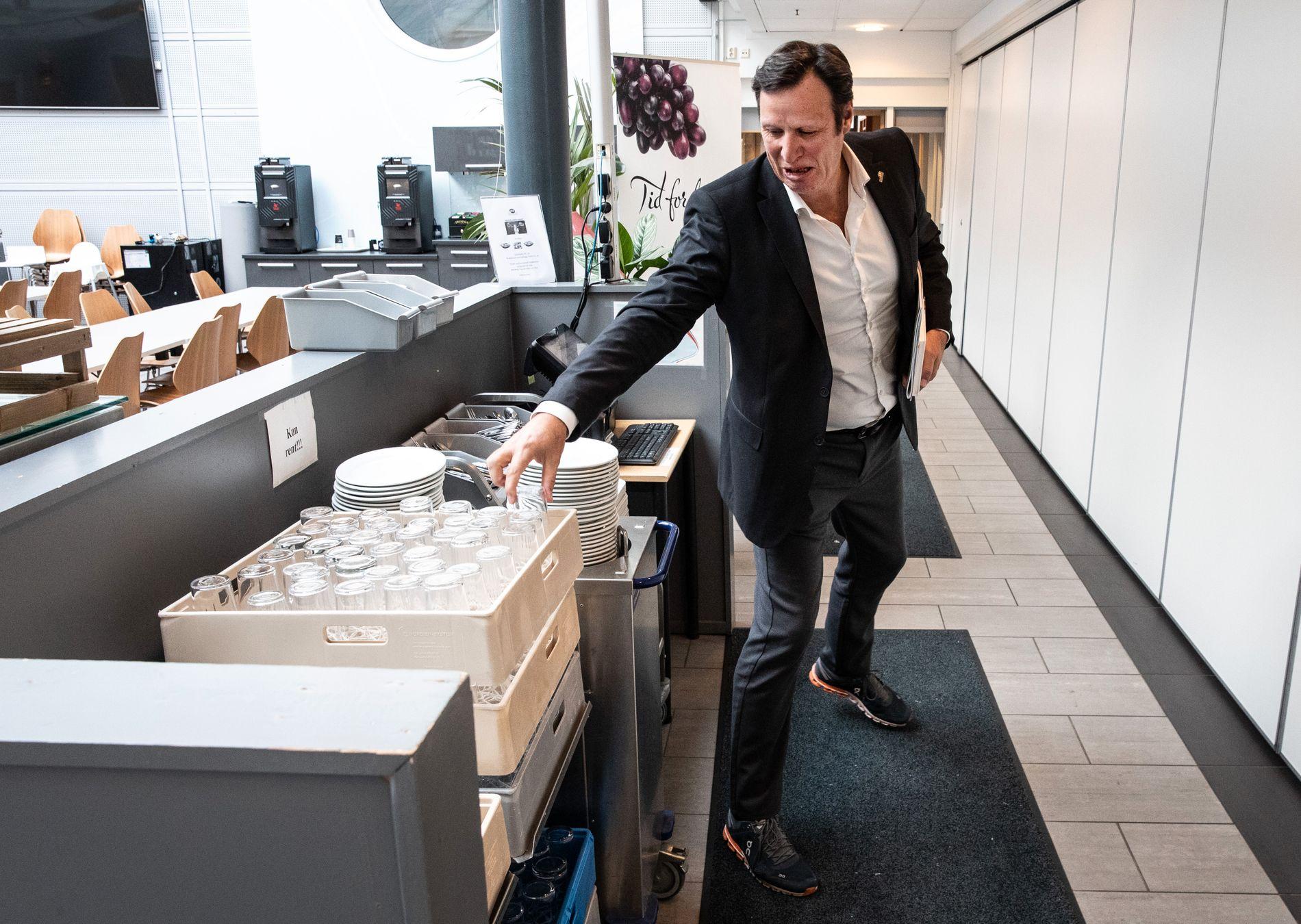 UNDER KRITIKK: Tom Tvedt er president i Norges idrettsforbund som nå har fått en kritisk rapport fra Riksrevisjonen som omhandler bruken av flere milliarder kroner spillemidler.