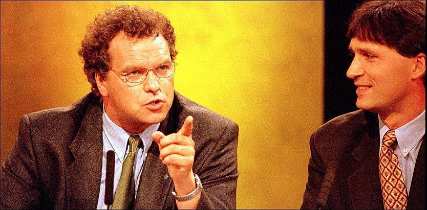KLAR TALE: Venstre-leder Lars Sponheim i diskusjon med daværende statsråd Jens Stoltenberg under en debatt på TV 2 i 1997. Foto: Arkivfoto: VG