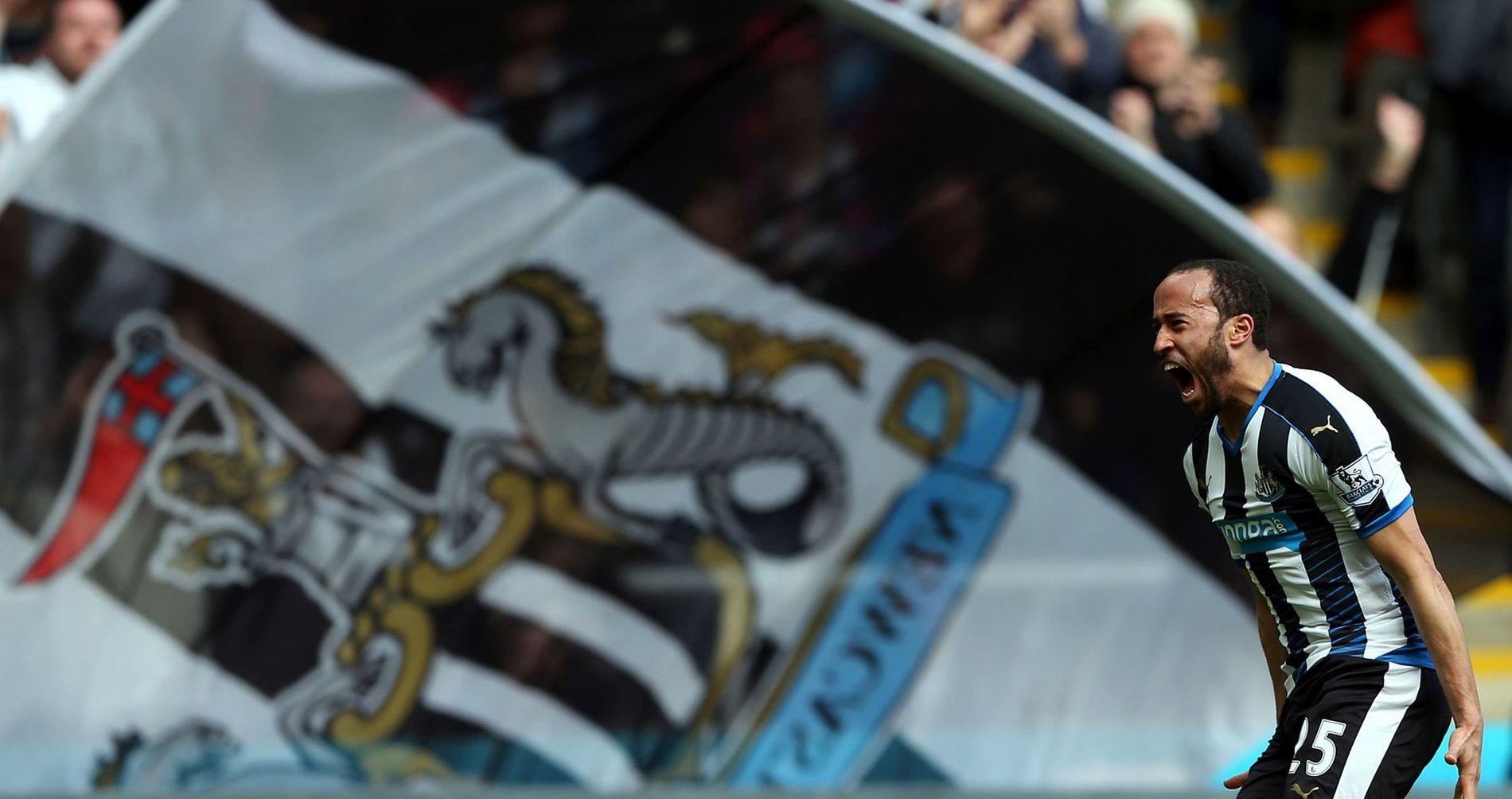 HELTEN: Andros Townsend sikret Newcastle-seier med sin frisparkperle. Det smakte godt, viser dette bildet.