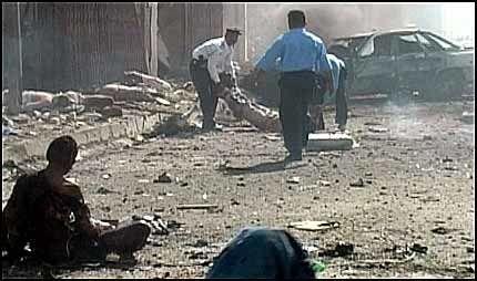 Intense kamper i Sør-Irak har krevd 42 liv. Samtidig har en bilbombe eksplodert og skapt blodbad i Baquba.