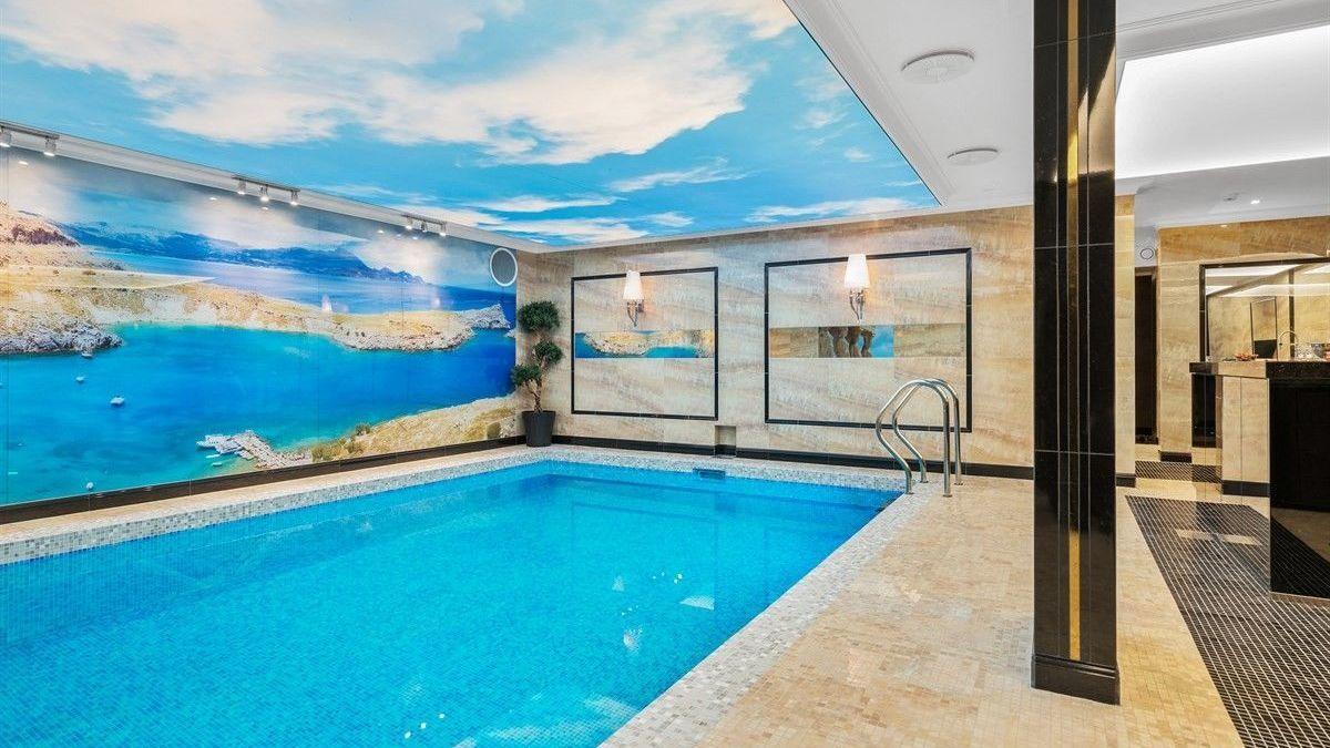 LUKSUS: Huset har egen spaavdeling med basseng, boblebad og tyrkisk sauna.