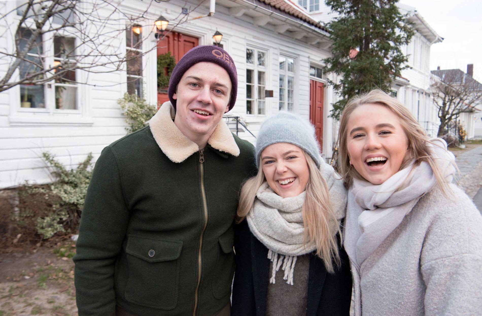 POPULÆRT STRØK: Anders Magnus Berg, Vilde Christiansen og June Amtedal er studenter i Kristiansand. Her er de i Posebyen i sentrum, et ettertraktet strøk å bo i blant unge.