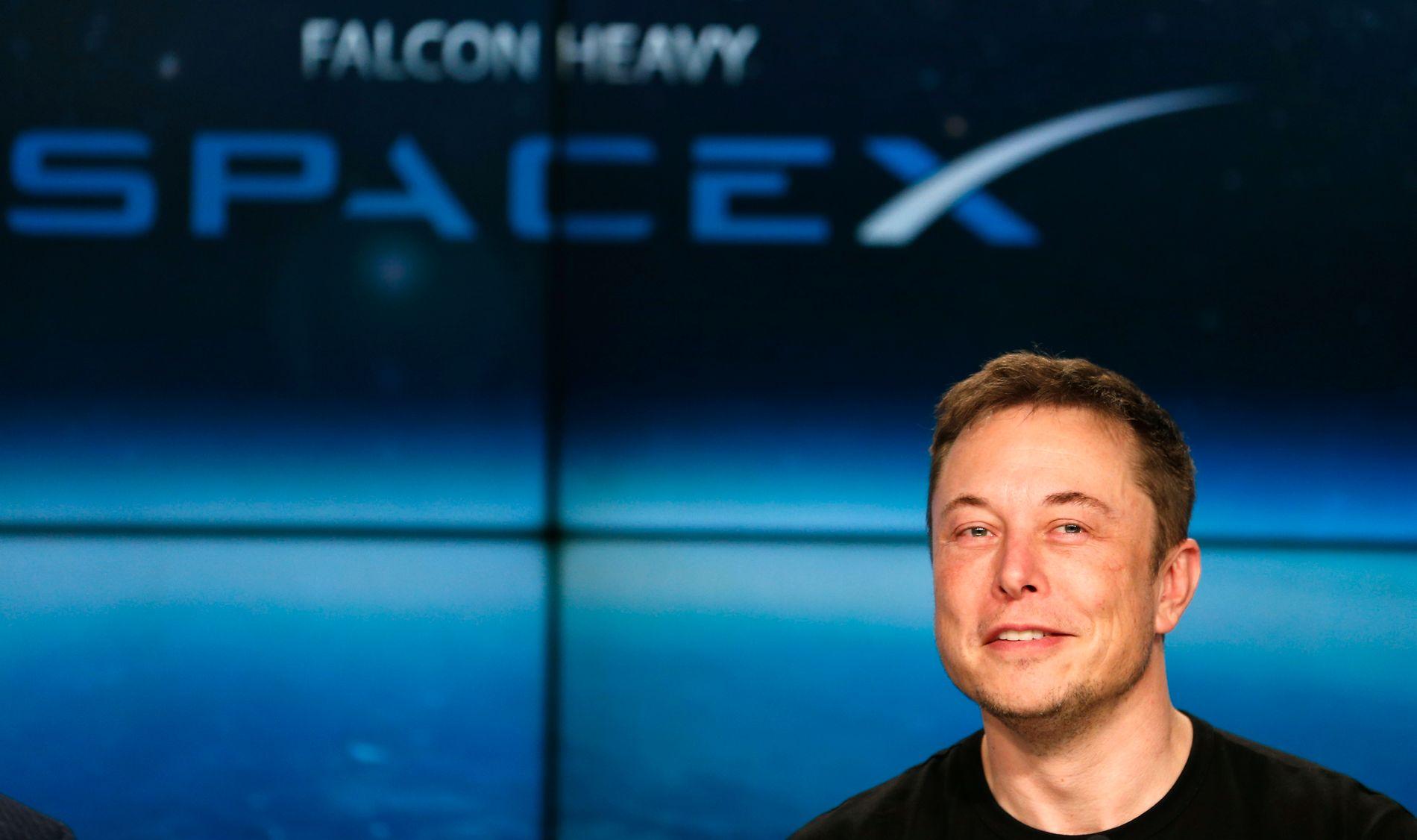 LIFE ON MARS: Space-X-grunnlegger Elon Musk smilte bredt etter den vellykkede oppskytningen av Falcon Heavy-raketten. - Vi håper dette kan åpne øynene for muligheter også for norsk satsning innen romfart, skriver kronikkforfatterne.