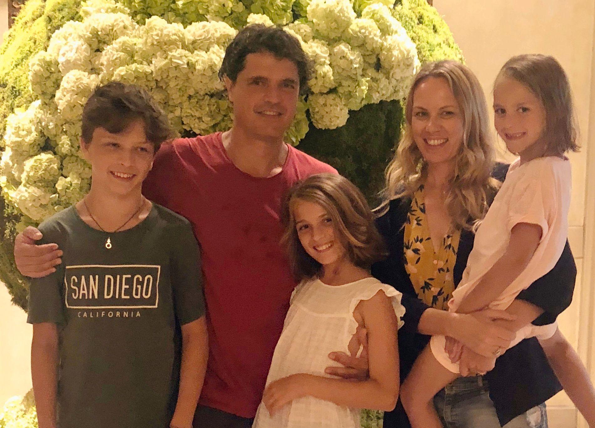 HJEM TIL JUL: Her er Elisa (11) med storebror Alberto (14), pappa Gianmattia, mamma Kristine og lillesøster Ingrid (7) i LA i forbindelse med pressetur med «My briljant friend» i sommer. Nå gleder de seg til å reise hjem til familien på Stabæk til jul.