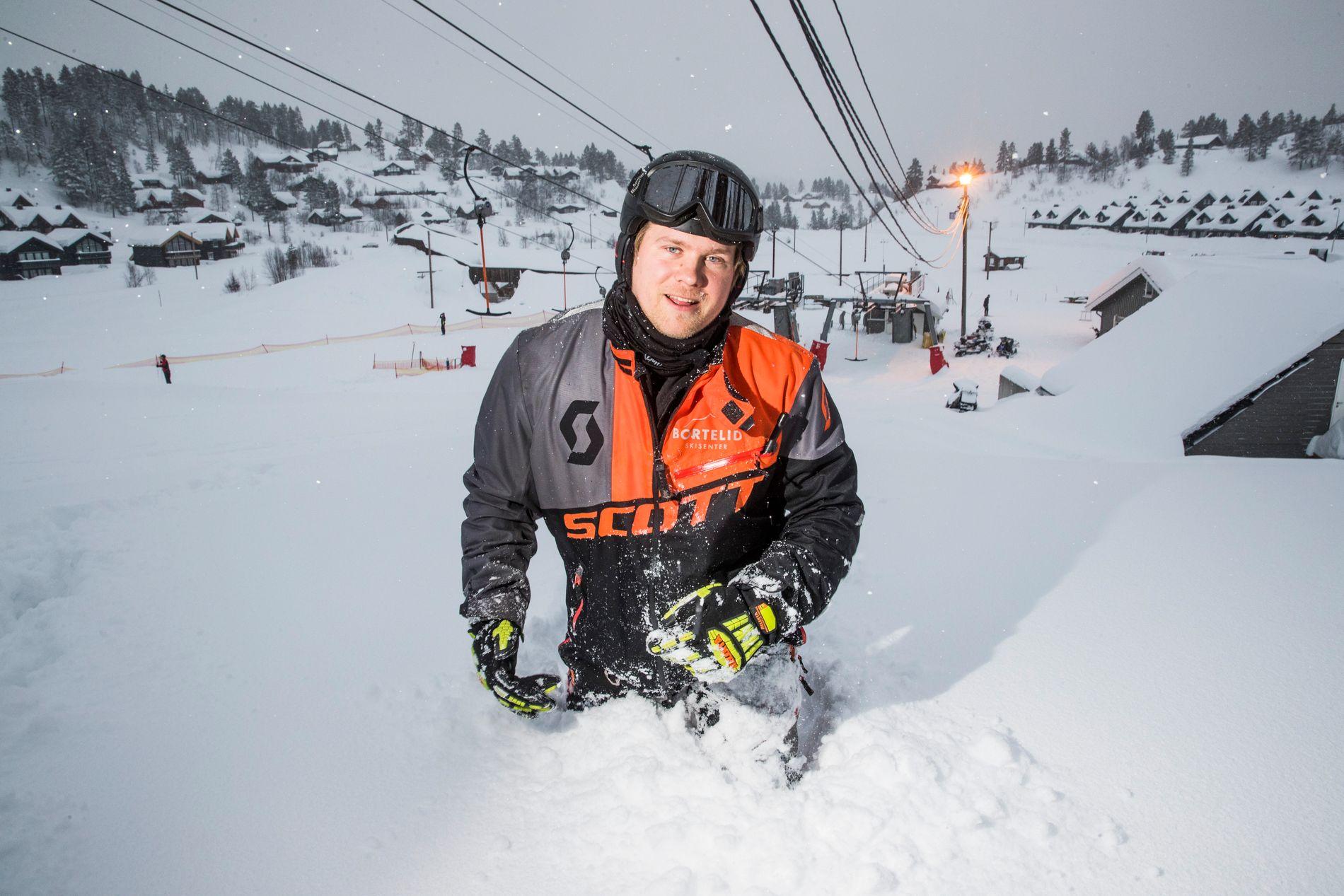 Lasse Liestøl (28), daglig leder ved Bortelid skisenter, har ikke noe imot snøen som laver ned i Åseral kommune.