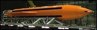 Bomben kalles Massive Ordnance Air Blast (MOAB), og den veier 9,5 tonn. Blant amerikanske militære går den bare under kallenavnet «Mother Of All Bombs» - alle bombers mor.