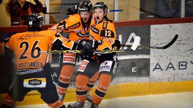 FRISK-JUBEL: Frisk Asker, her fra forrige sesong, forsvarte 3. plassen i GET-ligaen denne sesongen.