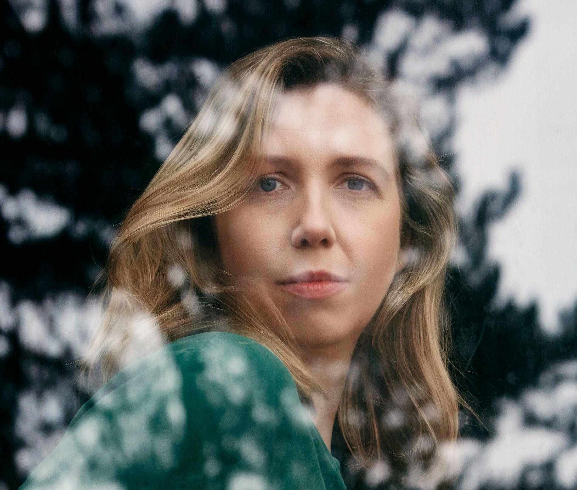 PSYKOLOG MED PSYKOLOGISK THRILLER: Helene Flood (36) år er psykolog og forsker. Nå har hennes psykologiske thriller blitt en av de største snakkisene på bokmessen i London - lenge før boken er utgitt i Norge.