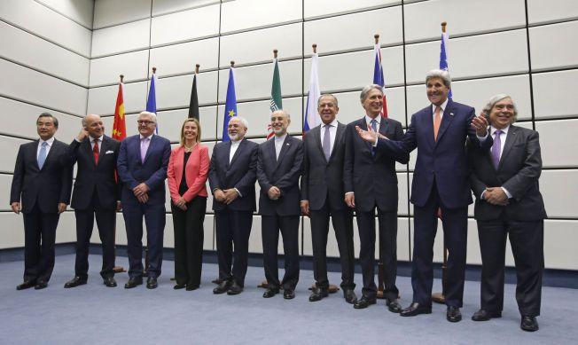 HISTORISK: Tirsdag ble det enighet mellom vetomaktene i sikkerhetsrådet og Iran om en atomavtale som skal begrense Irans atomprogram mot at sanksjonene mot landet oppheves.