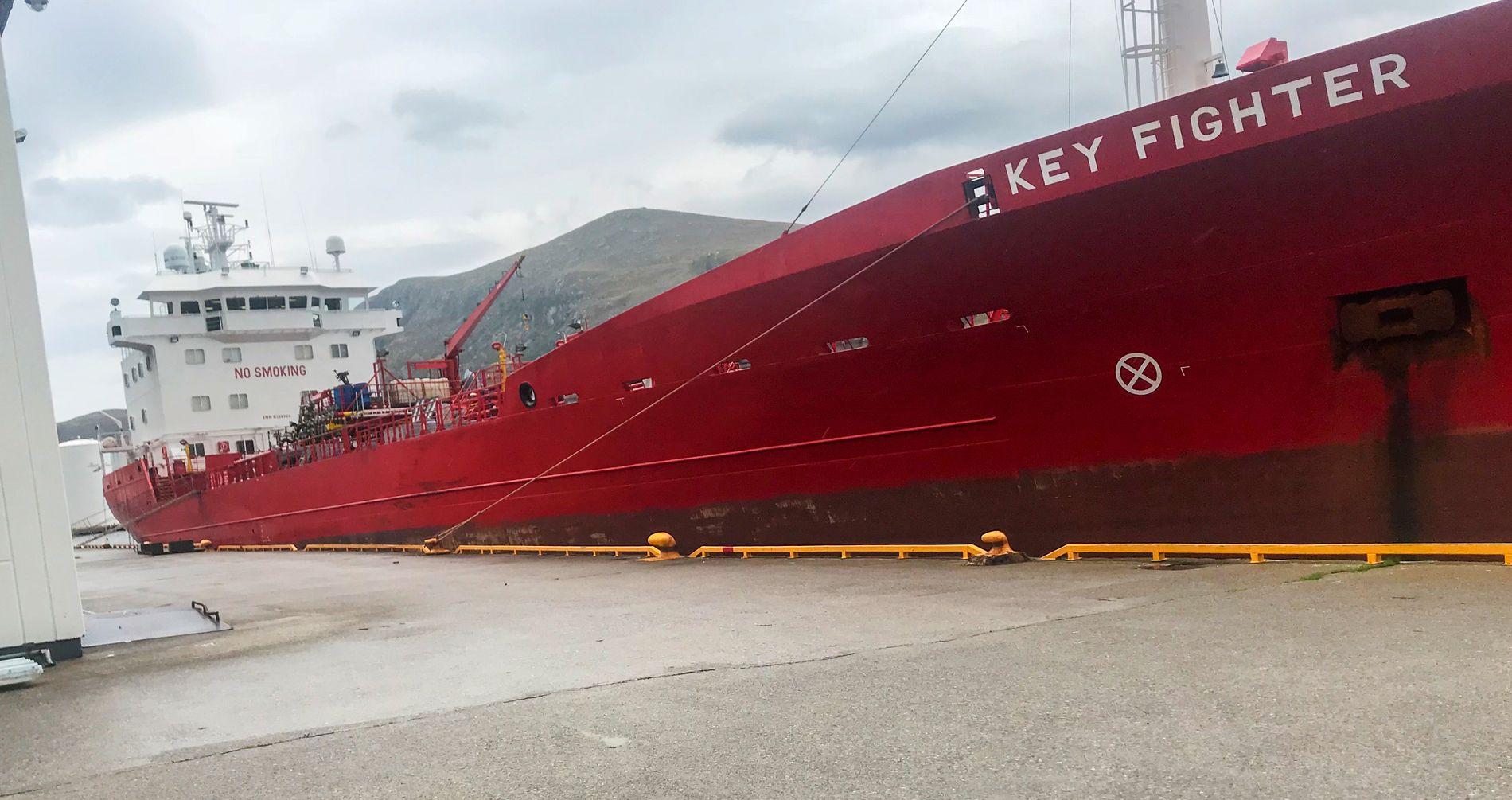 ULYKKE: Key Fighter ved kaia i Måløy lørdag formiddag. To personer omkom denne helgen i en arbeidsulykke på skipet.