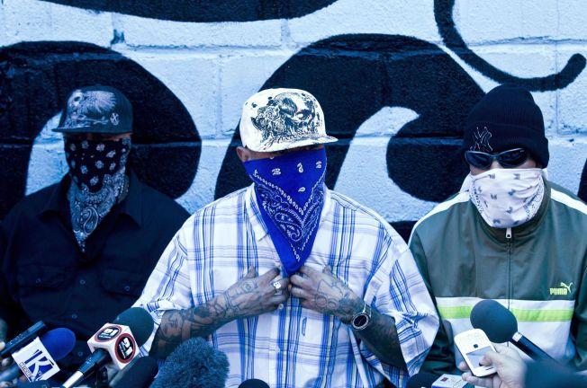 GJENGTRØBBEL: Maskerte gjengmedlemmer holder pressekonferanse i fengselet i San Pedro Sula i Honduras - byen som i en årrekke har tronet på toppen av listen over verdens farligste byer.