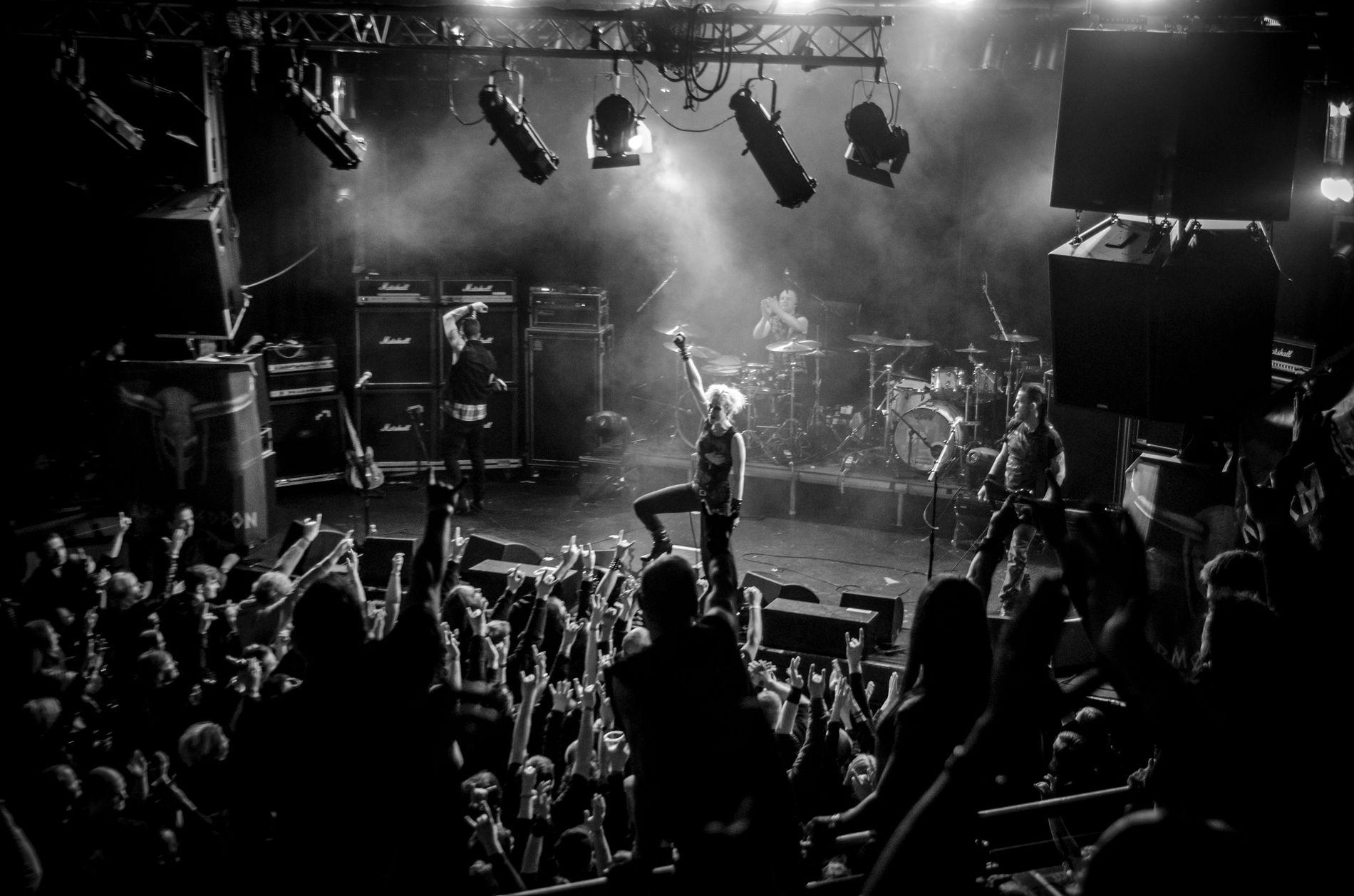 METALFESTIVAL: Her spiller bandet Djerv for publikumet på Karmøygeddon for noen år siden.