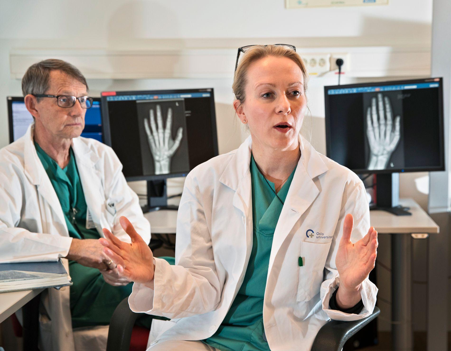 KRITISK: Enslige mindreårige asylsøkere alderstestes med håndrøntgen. Leder Lil-Sofie Ording i Barneradiologisk Forening og overlege Jostein Westvik sier at et samlet legemiljø mener metoden som brukes er uegnet.