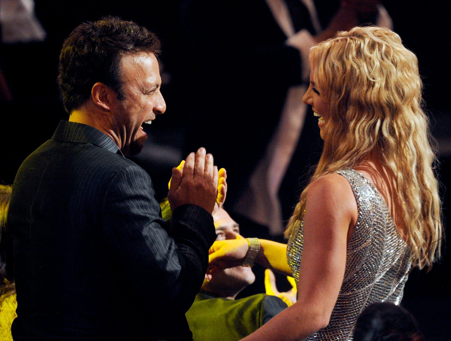 MANAGER: Britney Spears og Larry Rudolph på en MTV-galla i september 2008.