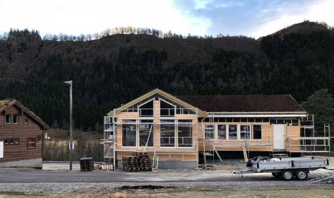 MIDT I BYGGEPROSESSEN: Det nye stadionhuset på Langeland Ski- og Fritidssenter AS begynner å ta form.Foto: Privat