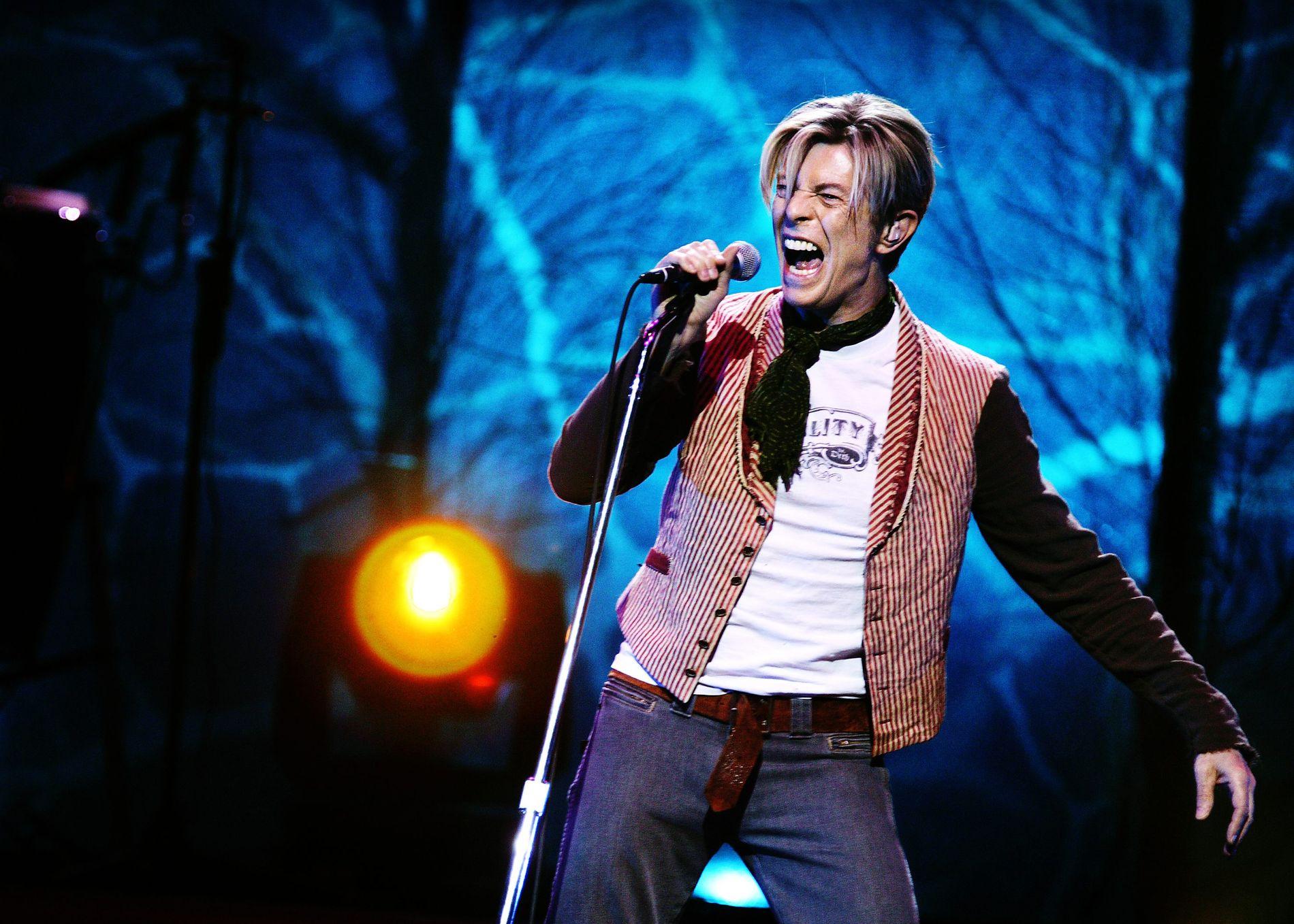DØDE UVENTET: En hel verden var i sjokk da nyheten om David Bowies død ble kjent. Dette bildet er fra 2003 da Bowie hadde konsert i Oslo Spektrum.