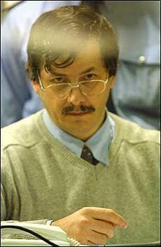 Juryen i belgiske Arlon fant Dutroux skyldig i bortføring og voldtekt av seks skolejenter, og for drap på fire av dem, som leder for en bande pedofile.
