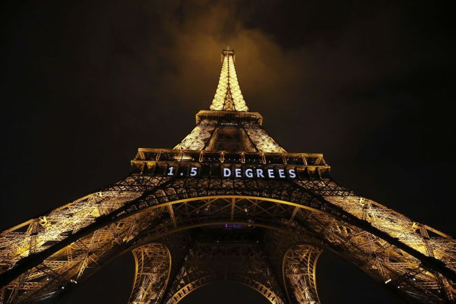 OPPVARMING: 1.5 grader står det på Eifelltårnet i Paris.
