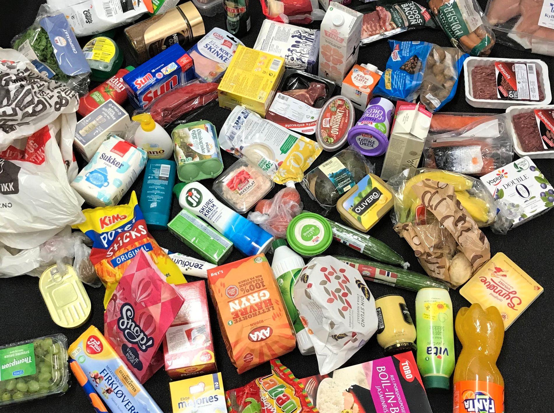VGS MATBØRS: Konkurransen om å ha de laveste matprisene spisser seg til. Du sparer 376 kroner på å handle VGs matkurv i de billigste lavpriskjedene, sammenlignet med den dyreste supermarkedskjeden.