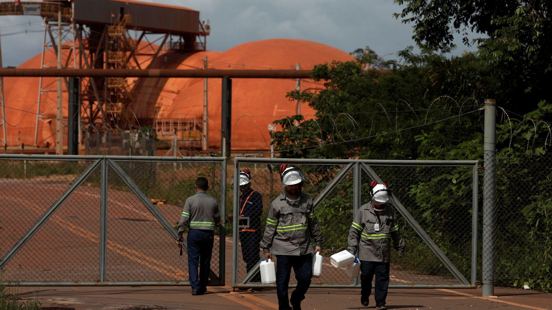 BØTELAGT: Norsk Hydro er i hardt vær etter at regnvann ble sluppet ut fra anlegget Alunorte i Brasil. Selskapet ble bøtelagt etter en lignende, men mer alvorlig hendelse i 2009. Bildet er tatt ved anlegget den 8. mars i år.