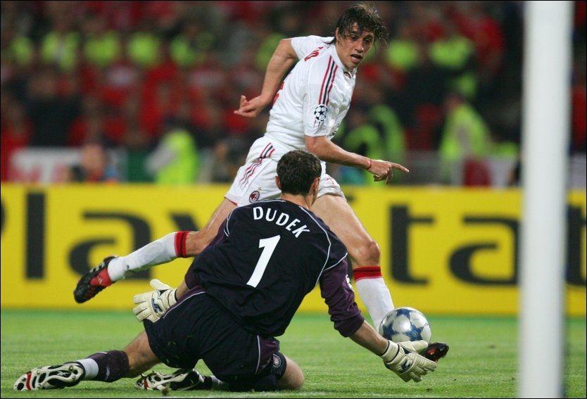 SCORET TO: Hernan Crespo scoret i 2005 to mål i Champions League-finalen for Milan mot Liverpool. Syv år senere kunne han ha blitt HamKam-spiller. Foto: Ap