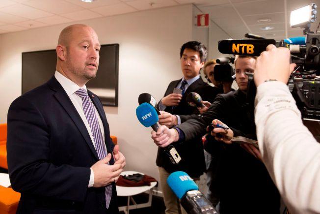 PERMANENT: Justisminister Anders Anundsen (Frp) sier politikerne bør vurdere om politiet skal ha permanent bevæpning.