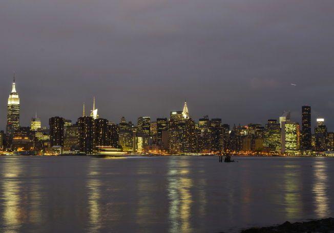 OPPVEKSTROMAN: Omgivelsene i Brooklyn har forandret seg mye siden tiden boken kom, men den er fortsatt like aktuell. Her ser man Manhattan skyline fra Brooklyn.