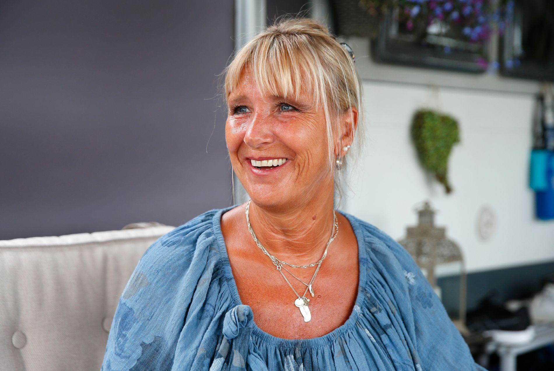 FRISK: Vigdis Helén Brostrøm fikk beskjed om at hun hadde uhelbredelig kreft. Takket være immunterapi som unntaksbehandling er hun per dags dato frisk. Nå nyter hun sommeren på campingplassen på Hvaler.