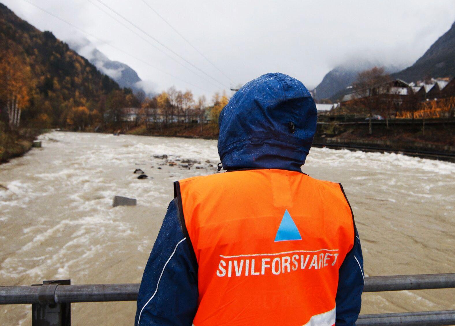 FELLES: Sverige ønsker økt samarbeid om sivilforsvar. I Norge bistår Sivilforsvaret blant annet ved naturkatastrofer, som her ved flommen i Odda i 2014.