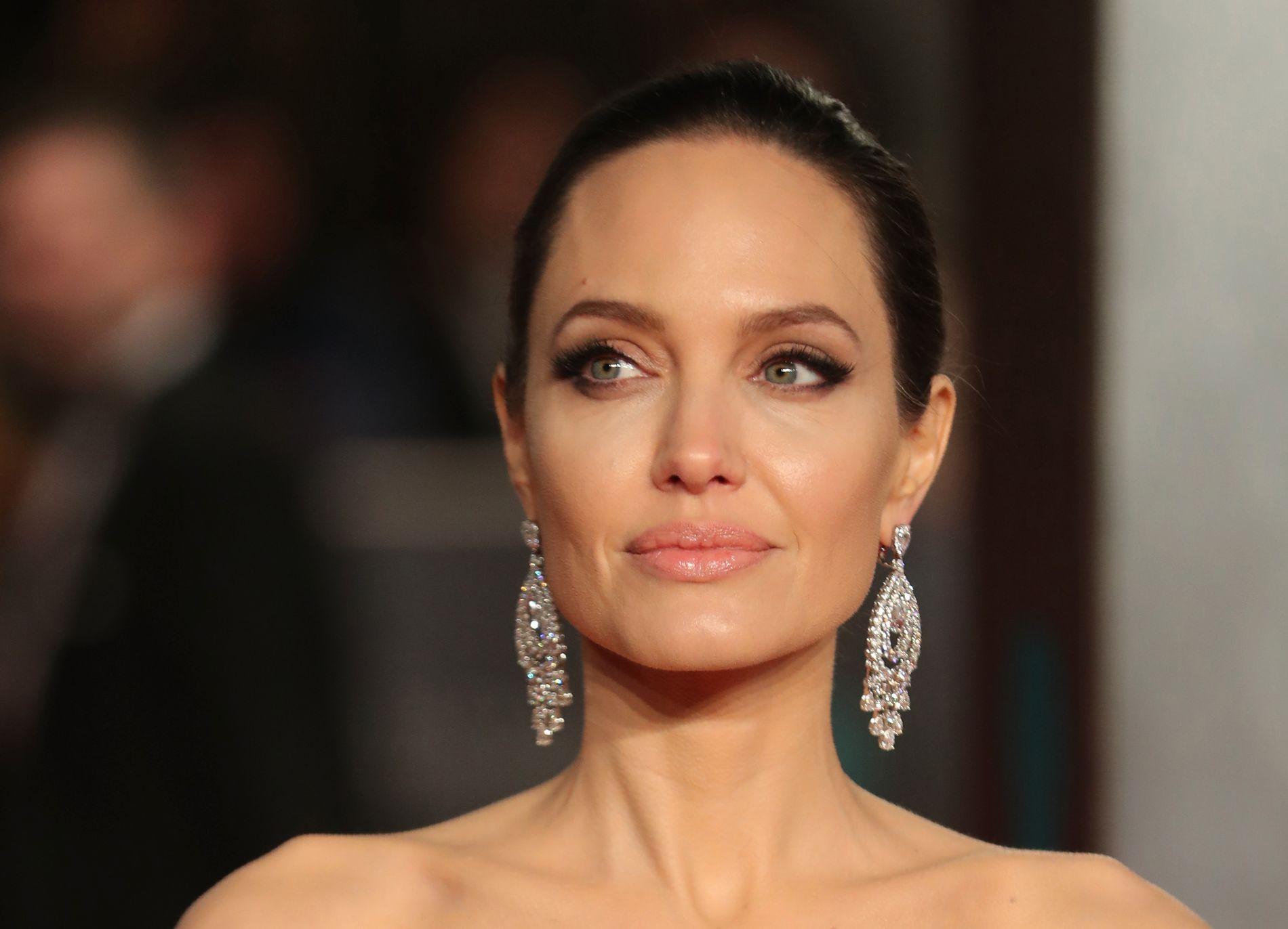 RØD LØPER: Angelina Jolie på den britiske BAFTA-prisutdelingen i februar.
