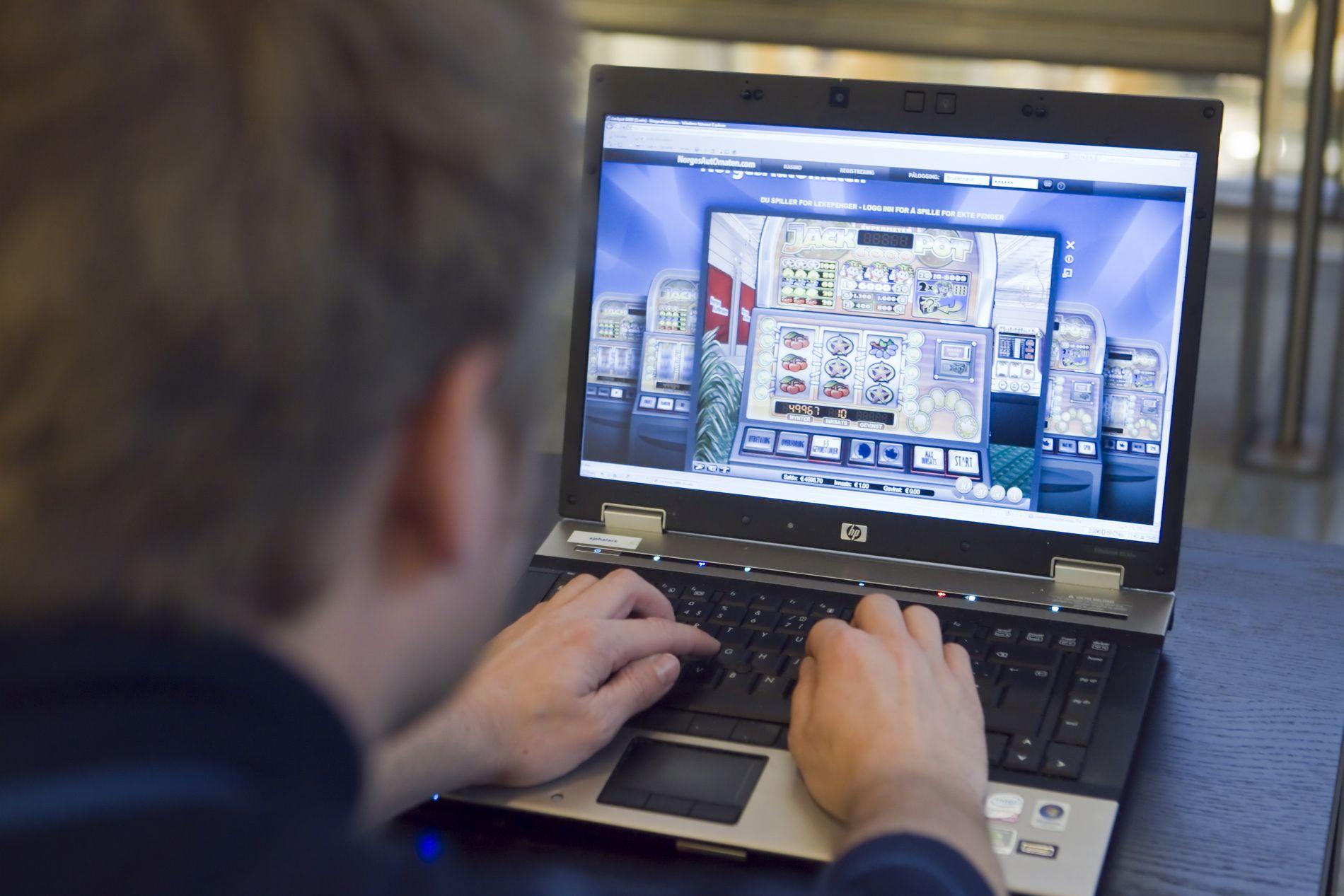 MILLIARDER I SPILL: Kulturdepartementet har gitt Norsk Tipping grønt lys til å utvikle nettspill. Departementet mener at nettspill i statlig regi er nødvendig for å hindre at folk tyr til illegale spilltilbud. Nettspillmarkedet er verdt milliarder av kroner.